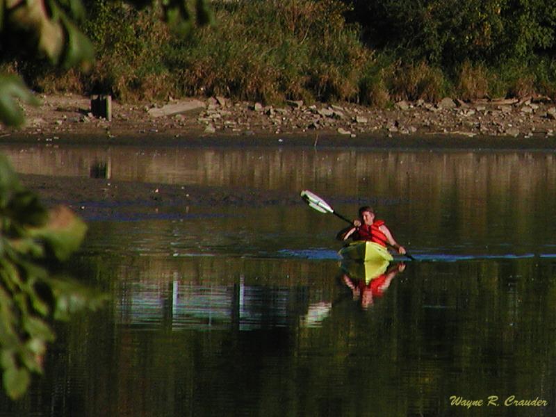 9380464.kayaker.jpg